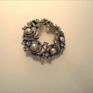 Monet Brooch Vintage Faux Pearl And Crystal Round